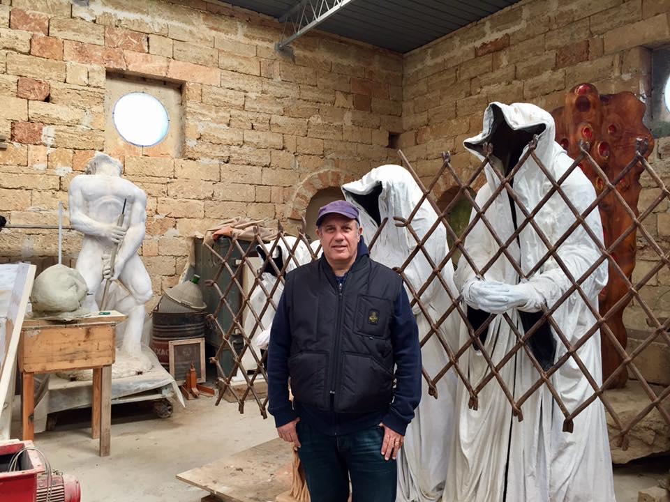 riprese_Non c'è kampo_Masseria Palmieri_il regista romano Federico Moccia sceglie il Laboratorio Artistico di Giuseppe Corrado.jpg