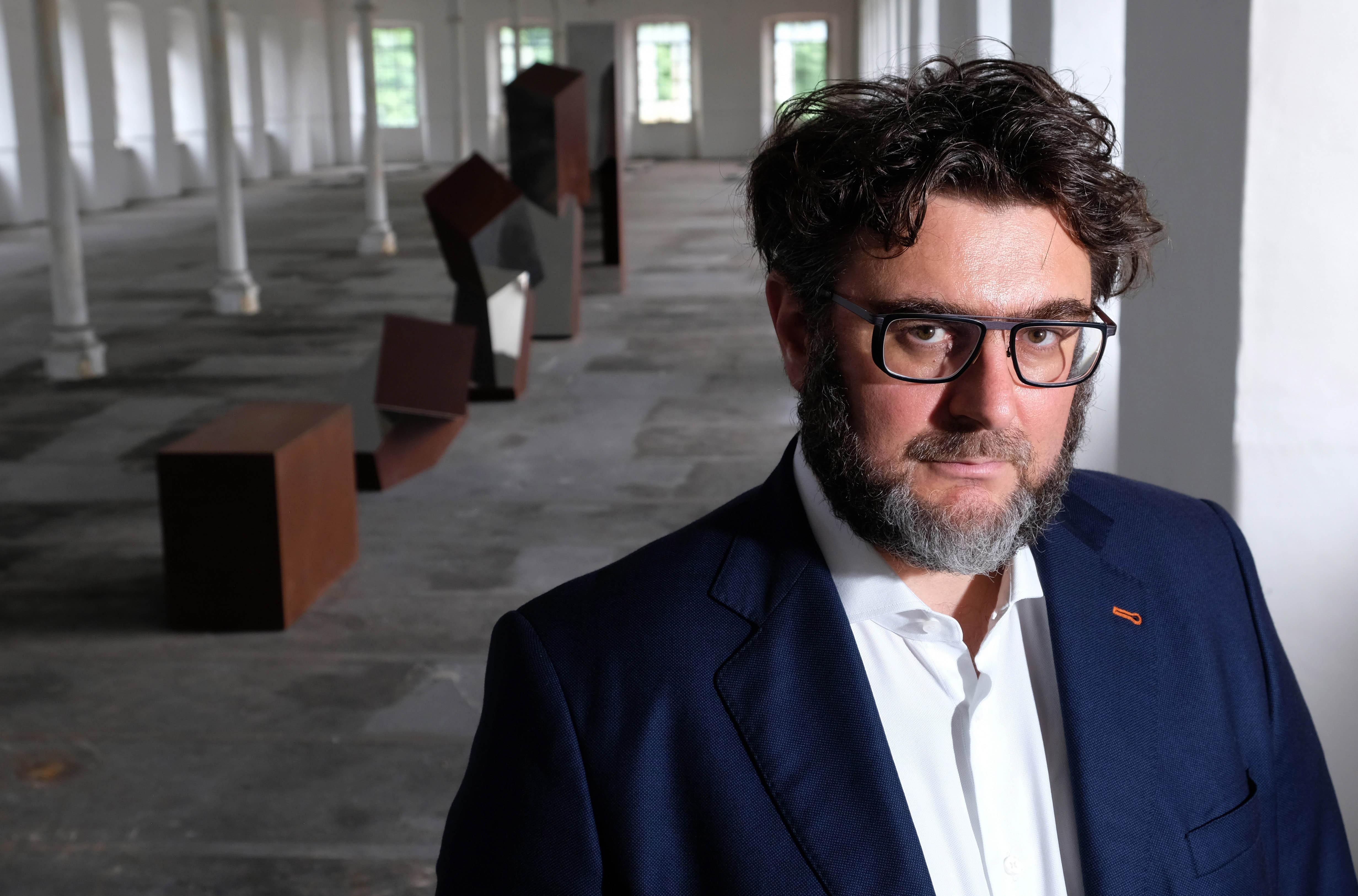"""""""IN FILA PER UNO"""" l'opera di Daniele Bassoal Memoriale della Shoah di Milano"""
