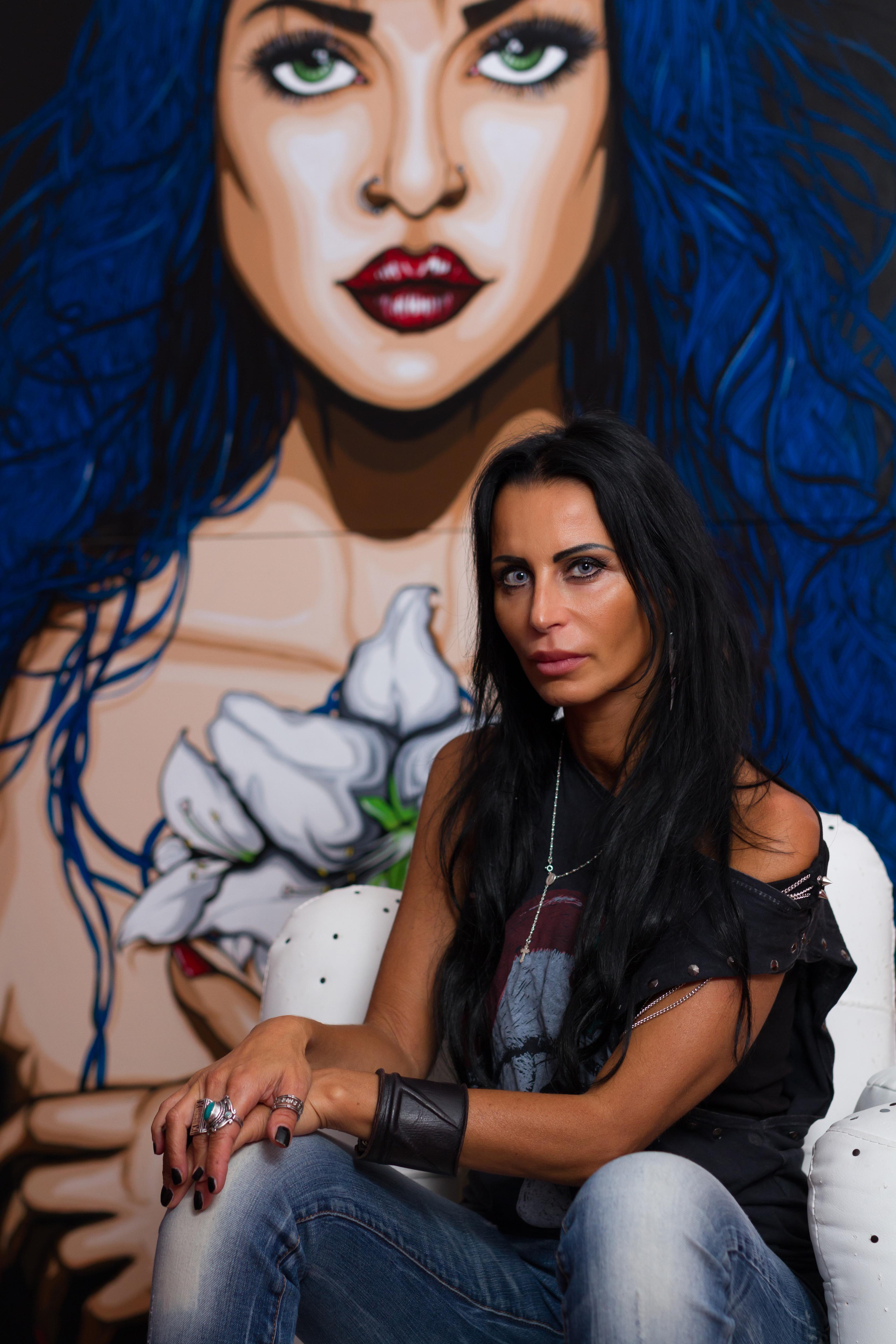 """Lucia Ferrara Con la sua opera """"Maria di Magdala"""" Acrilico su tela 120 x200 cm Photo ph Marco Rilli Copyright reserved"""