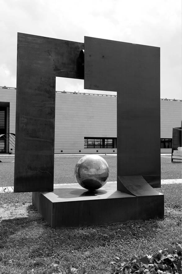 Oltre il Tempo 2011 acciaio corten e bronzo - MART museo dÔÇÖarte moderna Trento e Rovereto.jpg